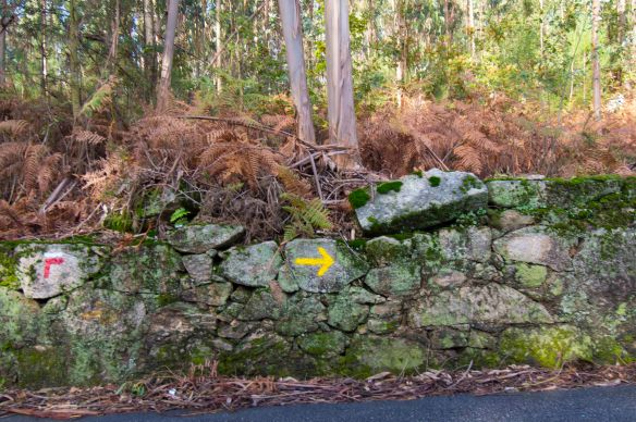 yellow arrow on stone wall