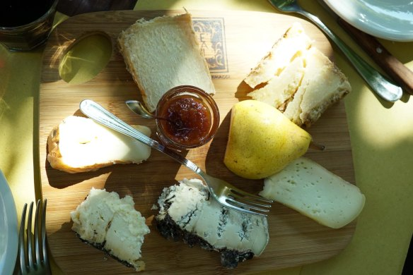 cheese board - @gonetours.com