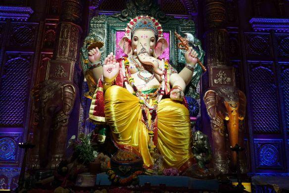 Ganesha staatue1