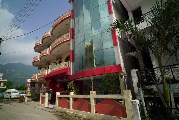 Rishabh Hotel ext