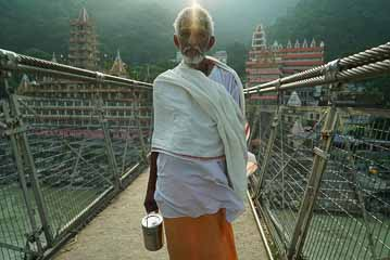 sadhu on bridge ls