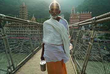 sadhu on bridge ls
