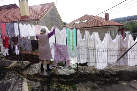woman hanging laundry-1