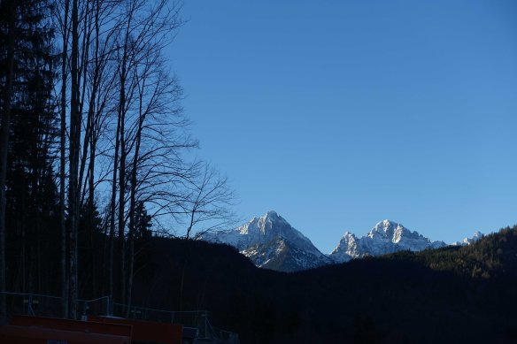 snowcapped-mountains-in-distance